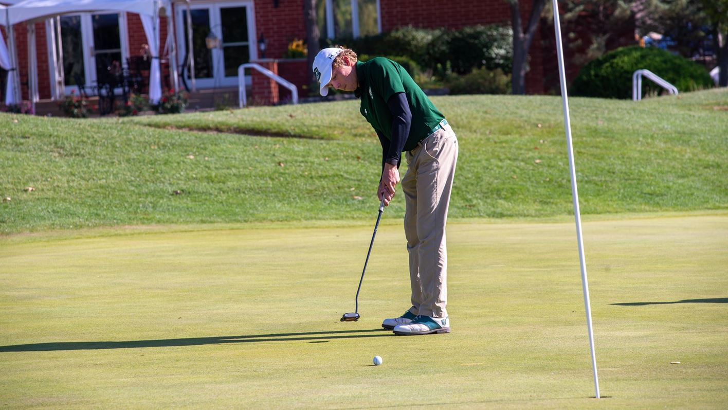 Jimmy Morton putting at Panther Creek Country Club in Springfield, Ill.